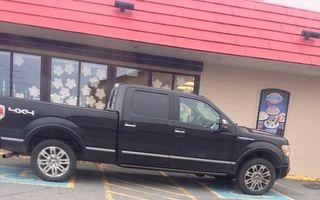 Nesimţire pe patru roţi: Cum parchează cei mai proşti şoferi