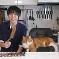 Cel mai urmărit clip de pe YouTube: A cumpărat un cuţit ruginit cu 3 dolari şi l-a făcut brici!