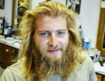 Transformarea uimitoare a unui tânăr: Frizerul l-a schimbat complet