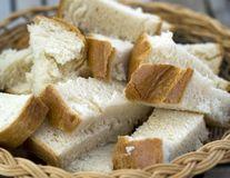 Ce se întâmplă dacă mănânci prea multă pâine?
