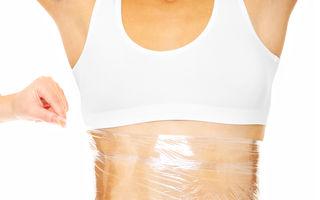 Ce se întâmplă dacă îți înfășori abdomenul în folie de plastic?