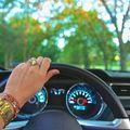 Studiu: De ce nu ar trebui să urmărești mașina unui prieten în trafic