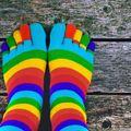 Persoanele care poartă șosete colorate sunt mai creative și mai inteligente