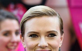 Scarlett Johansson se distrează înainte de divorţ: Un iubit la două săptămâni!
