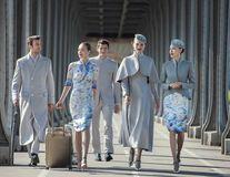 În avion, ca pe podium. O companie aeriană din China are cele mai elegante uniforme