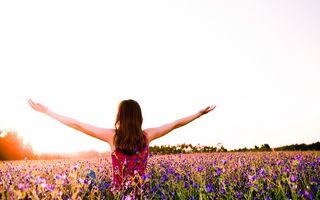 Ce se întâmplă dacă încerci prea tare să fii fericit
