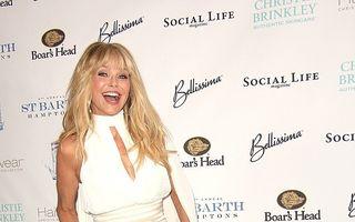 Christie Brinkley nu se potoleşte nici la 63 de ani: Vedeta le arată picioarele fotografilor