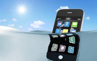 Ce să faci dacă ți-ai scăpat smartphone-ul în apă
