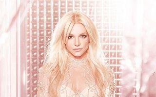 Britney Spears, păpuşa roz: Vedeta arată provocator la 35 de ani