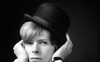 O altă față a lui David Bowie. Fotografiile de la începutul carierei pe care nu le-ai mai văzut