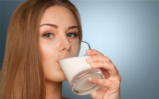 8 motive să bei un pahar cu lapte în fiecare zi