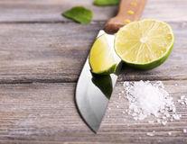 Iată ce poţi face cu o lămâie tăiată şi puţină sare! Sfat pentru gospodine