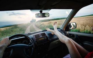 De ce să nu-ți pui picioarele pe bordul mașinii