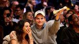 Ashton Kutcher şi Mila Kunis, doi părinţi fericiţi: Băiatul lor e cel mai cool copil de la Hollywood