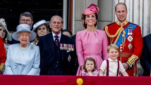 10 reguli ciudate pe care trebuie să le respecte Familia Regală Britanică