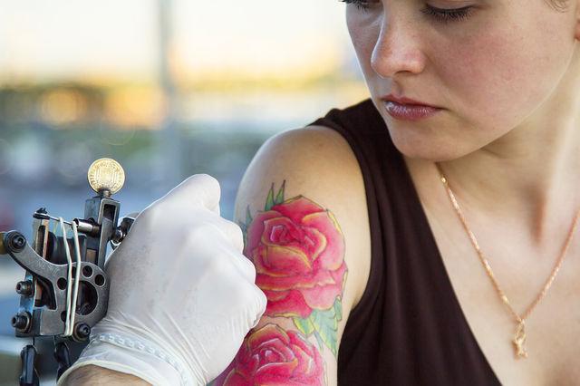 Cerneala tatuajelor poate afecta ganglionii limfatici