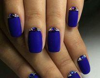 20 de manichiuri sofisticate în nuanțe de albastru regal