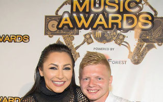 La Media Music Awards cel mai mare fan va primi trofeul din mâna idolului său