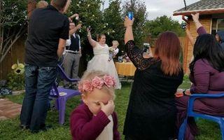 Cele mai amuzante fotografii de nuntă. Copiii au eclipsat mirii!