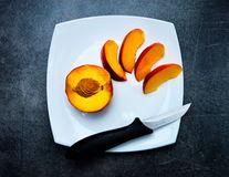 10 motive să mănânci mai des piersici
