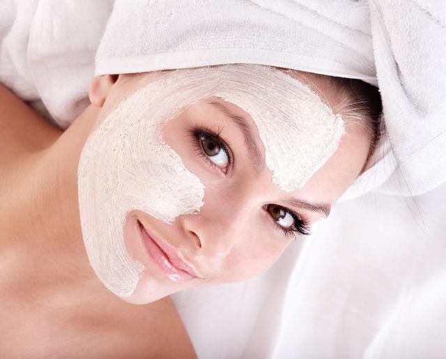 Masca naturală care te ajută să scapi de petele de pe față