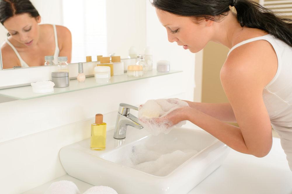 Soluția care îți va face baia să miroasă întotdeauna frumos