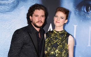 """Kit Harington și Rose Leslie, interpreţii personajelor Jon Snow și Ygritte din """"Game of Thrones"""", se căsătoresc"""