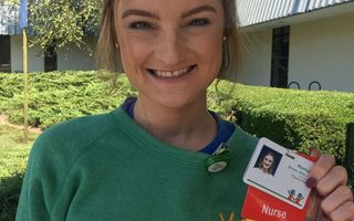 Lecţia de viaţă a unei tinere: A învins cancerul de două ori şi s-a întors în spital ca asistentă