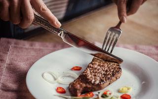 Consumul de carne roșie crește riscul de cancer. Cercetătorii au descoperit motivul