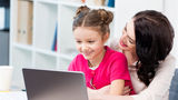 Ar trebui să verifici la ce se uită copilul tău pe Internet sau nu?