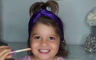 O fetiţă s-a machiat singură pentru prima oară: Are un succes nebun pe Instagram