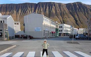 O trecere de pietoni dintr-un orășel islandez face înconjurul lumii