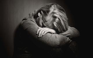 Ce se întâmplă în corpul tău când ești deprimată