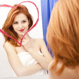 Femeie narcisistă