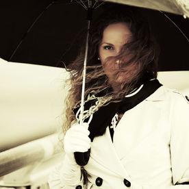 Femeie cu umbrelă
