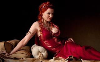 10 seriale în care actorii renunță complet la haine