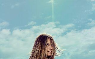 Heidi Klum nu e cel mai bun model: Vedeta, pozată în timp ce fuma pe plajă