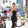 """""""Pompa"""" sexy: Fosta soţie a lui Eddie Murphy a blocat benzinăria"""