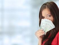 Semne că ai o relație nesănătoasă cu banii