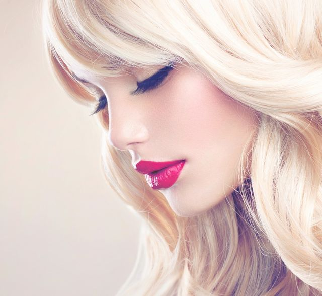 Femeie blondă