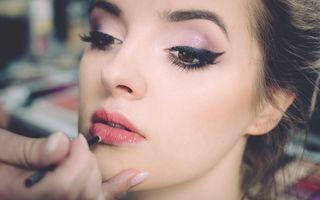 Cum să folosești corect rujul dacă ai buzele subțiri. 6 trucuri