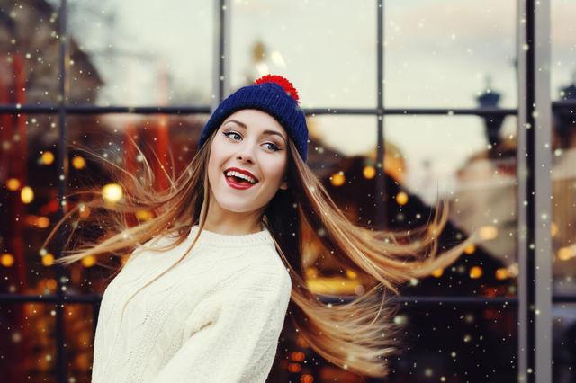 Cum să te coafezi atunci când porți căciulă sau pălărie. 7 idei