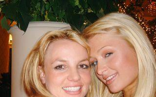 Paris Hilton a pus Internetul pe jar: susţine că ea a inventat selfie-ul