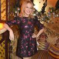 Kylie Minogue arată ca o adolescentă: Poartă rochie mini, la 49 de ani