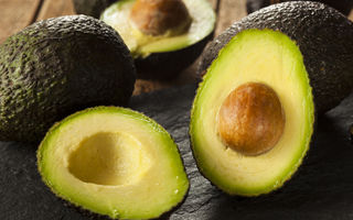 Cele 8 alimente pline de grăsimi care te ajută să slăbești