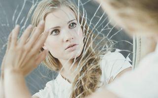 Ce se întâmplă dacă spargi o oglindă în casă?