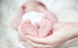 Cum să liniștești prin masaj un bebeluș care plânge