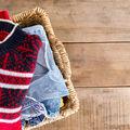 Cum scapi de scamele de pe haine