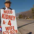 Un bătrân a mers pe jos în fiecare zi ca să-i salveze viaţa soţiei. Ce a urmat i-a depăşit aşteptările