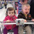 14 imagini care demonstrează că e o misiune imposibilă să faci cumpărături cu copiii